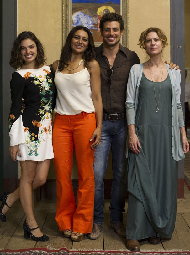 Em Amores Roubados, personagem de Cauã Reymond se envolve com Isis Valverde, Patrícia Pillar e Dira Paes  (Foto: Estevam Avellar / TV Globo)