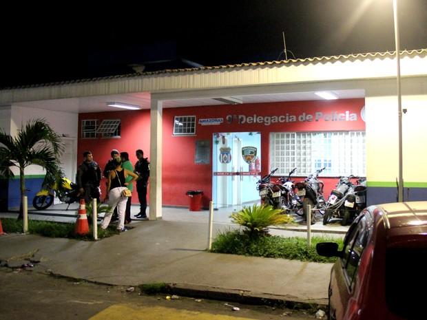 Dupla foi encaminhada ao 9º Distrito Integrado de Polícia (Foto: Rickardo Marques/G1 AM)
