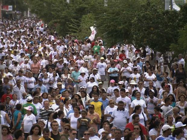Fiéis fizeram percurso do Santuário de Nossa Senhora da Assunção à Catedral Metropolitana de Fortaleza (Foto: TV Verdes Mares/Reprodução)