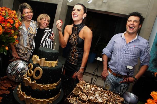 Mirella Santos: animadíssima com aniversário (Foto: Manuela Scarpa e Marcos Ribas/Foto Rio News)