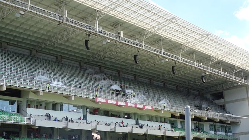 Caixas de som direcionadas para a torcida do Cruzeiro foram instaladas pelo Atlético-MG no último clássico (Foto: Rafael Araújo)