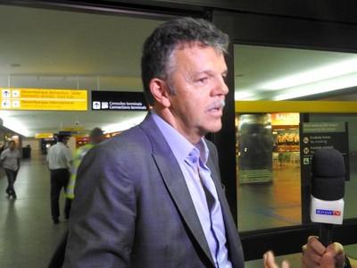 Gilmar Rinaldi desembarque Seleção (Foto: Diego Ribeiro)