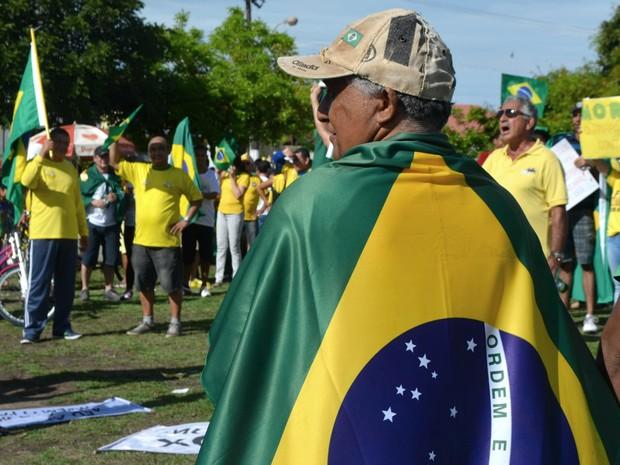 Manifestantes foram para ato em Macapá de verde e amarelo (Foto: Abinoan Santiago/G1)