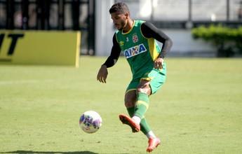 Vasco acerta renovação de lateral Henrique por mais quatro anos
