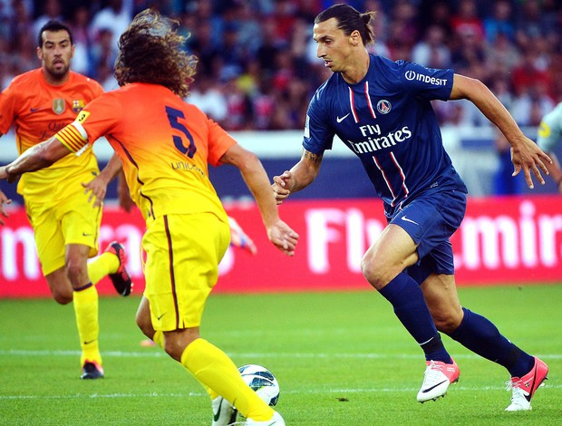 Ibrahimovic na partida do PSG contra o Barcelona (Foto: AFP)