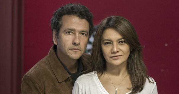 Pedroso (Marcos Palmeira) e Rosa (Dira Paes) estão prestes a descobrir quem é o assassino. (Foto: Estevam Avellar / Globo)
