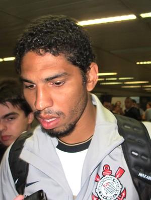 wallace corinthians desembarque (Foto: Gustavo Serbonchini / Globoesporte.com)