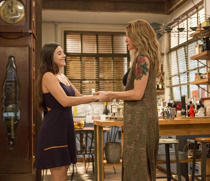 Milena diz para Lenita que descobriu como unir Vittorio e Loretta (Foto: Felipe Monteiro / Gshow)