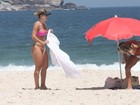 Mirella Santos curte dia de sol na praia com amiga