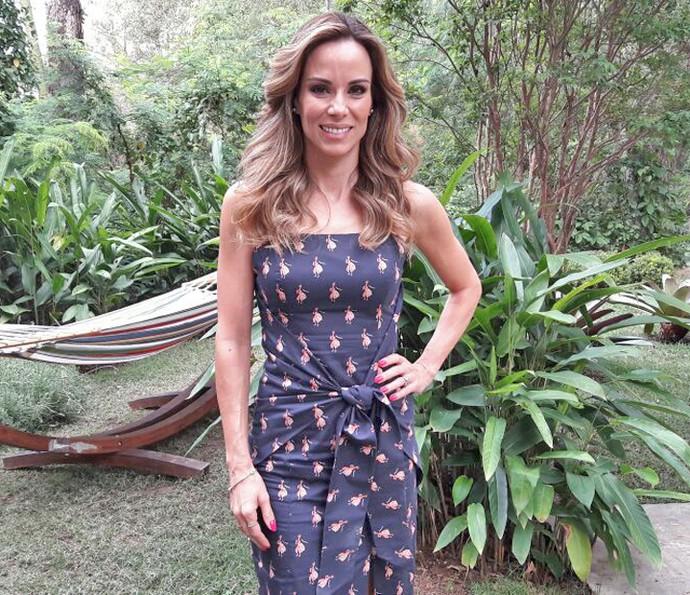Ana Furtado mostra look escolhido para o 'É de Casa' (Foto: Larissa Moggi / Gshow)