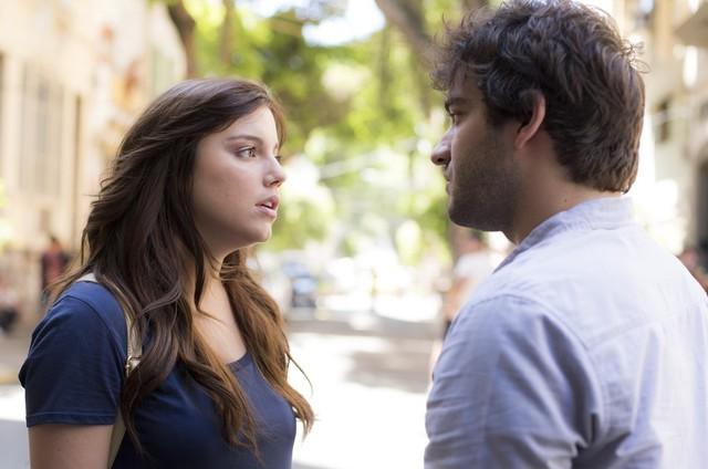 Marina (Alice Wegmann) e Tiago (Humberto Carrão) (Foto:  Raphael Dias/Gshow)