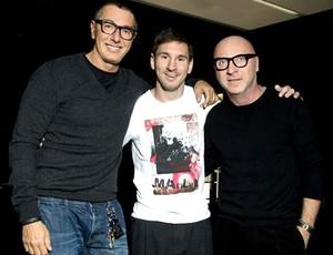 Messi com Domenico Dolce e Stefano Gabbana (Foto: Reprodução)