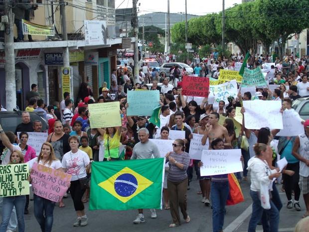 Mnifestação em São Pedro da Aldeia, RJ (Foto: Renato Cosme Fulgoni)