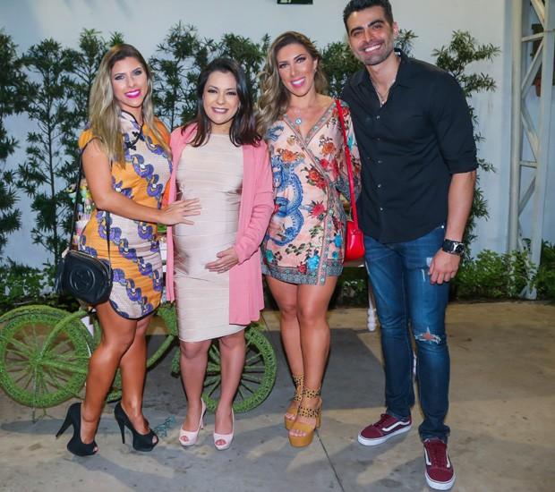 JP Mantovani e Lissah Martins com as irmãs Tati e Ana Paula Minerato (Foto: Manuela Scarpa/Brazil News)
