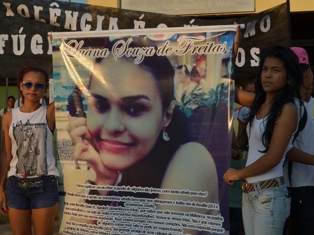 Ágnatta (à esquerda) e Sara (à direita), amigas de estudante que faleceu (Foto: Veriana Ribeiro/G1)