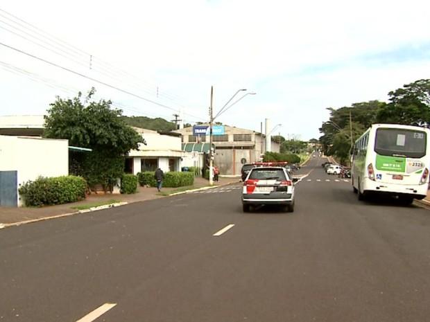 Avenida das Lágrimas, em frente ao Cemitério Bom Pastor, em Ribeirão Preto, SP (Foto: Claudio Oliveira/EPTV)