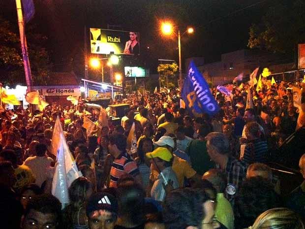 Apoiadores da campanha do tucano Firmino Filho comemoram eleição dele à Prefeitura de Teresina (Foto: Fábio Amato/G1)