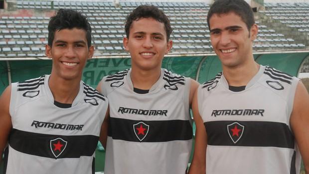 Robertinho (meia), Ricardinho (lateral-direito) e Sinho (volante) do Botafogo-PB (Foto: Lucas Barros / Globoesporte.com/pb)