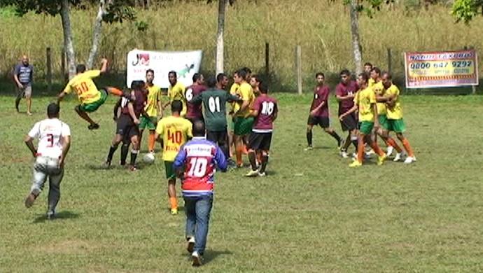 Pancadaria na semifinal do Campeonato Ayrton de futebol amador (Foto: Reprodução)