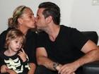 Adriane Galisteu viaja para Miami com a família