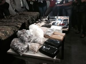 Drogas apreendidas depois de chacina no Cabula, em Salvador (Foto: Henrique Mendes/G1 BA)