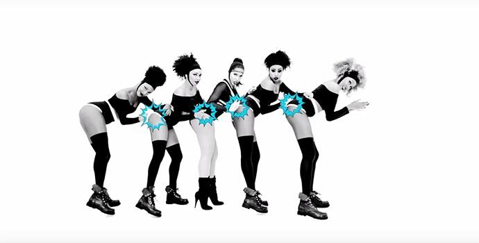 Anitta dança junto com outras bailarinas (Foto: Reprodução)
