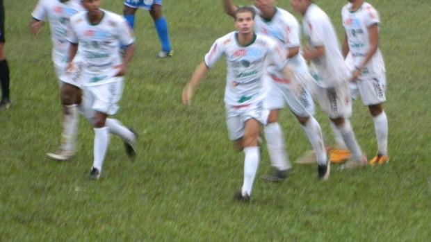 Túlio Maravilha comemora gol pelo Tanabi (Foto: Marcos Lavezzo / GLOBOESPORTE.COM)