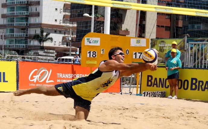 Léo Morais, campeão da etapa de Campinas do Brasileiro de vôlei de praia sub-23 (Foto: Divulgação CBV)