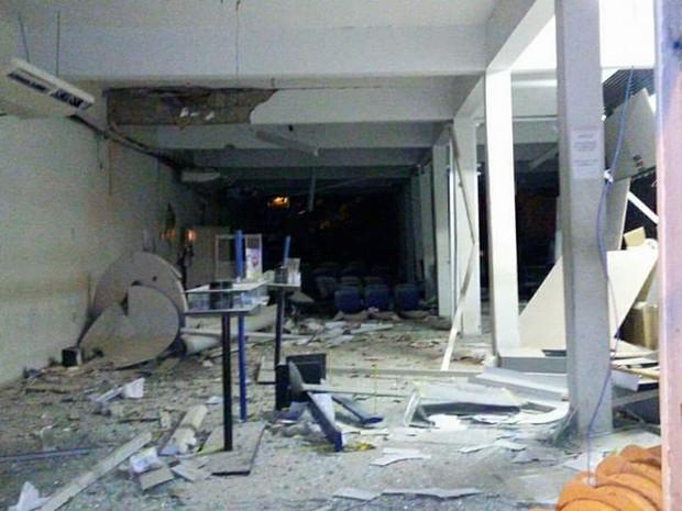 Agência ficou destruída após ação criminosa. (Foto: Bahia10.Com.Br)