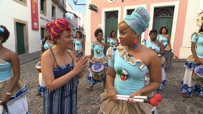 Antropóloga Goli Guerreiro entrevista a cantora Vivian Caroline, diretora da Didá (Foto: TV Bahia)