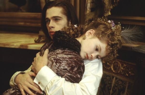 Quando Brad Pitt beijou Kirsten Dunst em 'Entrevista com o Vampiro' ela tinha 11 anos (Foto: Divulgação)
