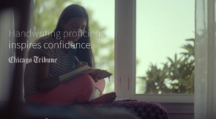 Escrita à mão inspira confiança, diz citação do jornal Chicago Tribune exibida no vídeo (Foto: Reprodução/Samsung)