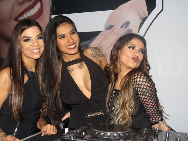 Evelyn Regly, MC Pocahontas e MC Marcelly em festa na Zona Norte do Rio (Foto: Rogerio Fidalgo/ Ag. News)