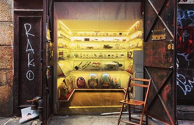 O menor museu do mundo fica dentro de um elevador (Foto: Divulgação)