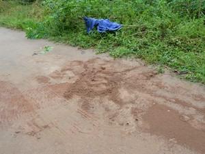Homicídio aconteceu na frente da casa da vítima, em Cacoal (Foto: Magda Oliveira/G1)