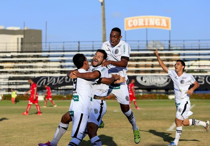 Jogadores do ASA, comemoração do gol (Foto: Ailton Cruz / Gazeta de Alagoas)
