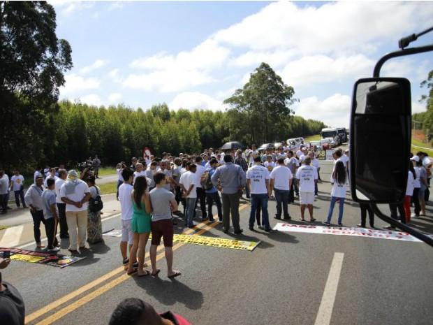 Segundo polícia 150 pessoas participaram, já manifestantes afirmaram 300 (Foto: Felipe Johnson/ AGN)