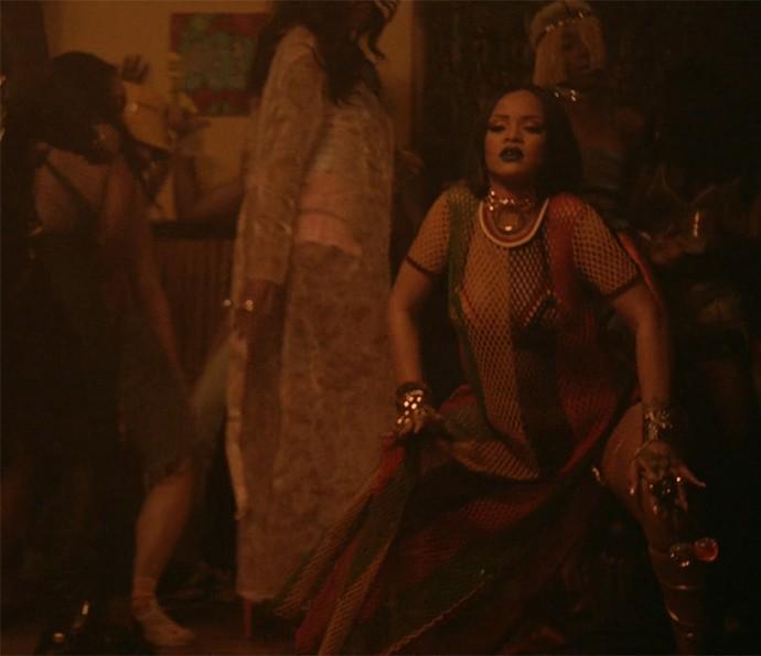 Riri abusa da sensualidade em clipe de Wok (Foto: Reprodução)