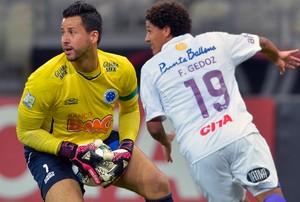 Fabio Cruzeiro x Defensor (Foto: AFP)