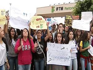 Protesto alunos IFTM Uberaba (Foto: Reprodução/TV Integração)