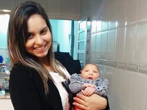 Patrícia e o filho Lorenzo de um mês em Campinas (SP) (Foto: Patrícia Campassi/ Arquivo pessoal)