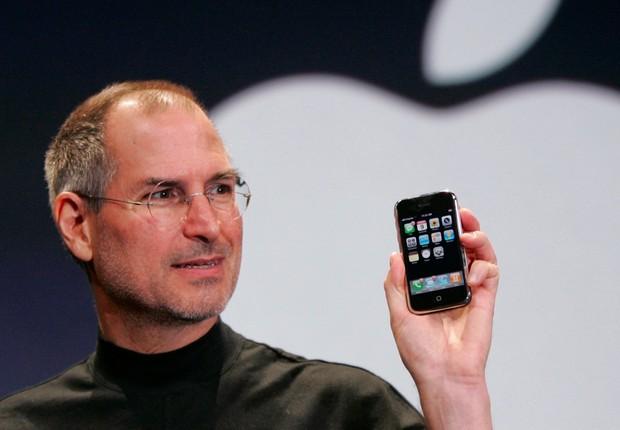 Steve Jobs faz apresentação do iPhone em evento da Apple em junho de 2007 (Foto: David Paul Morris/Getty Images)