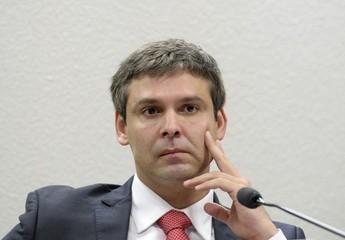 O presidente da Comissão de Assuntos Econômicos do Senado, senador Lindbergh Farias (PT-RJ), conduz debate sobre as perspectivas econômicas para o Brasil, na próxima década (Foto: Pedro França/Agência Senado)