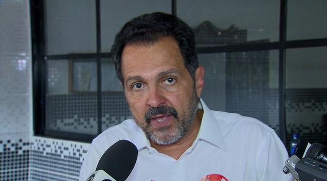 Agnelo Queiroz promete acelerar emissão de alvarás em Santa Maria