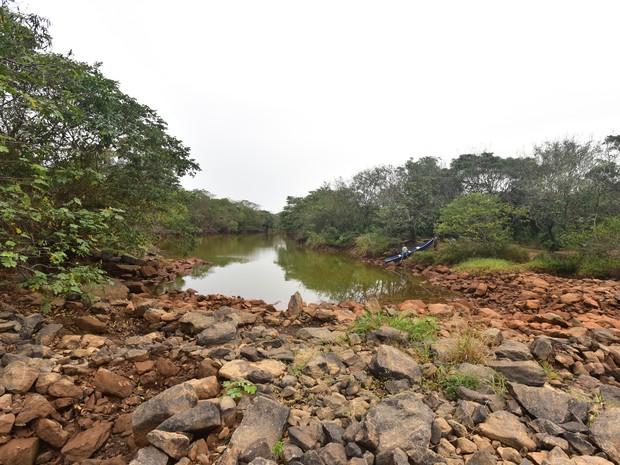 Captação de água do Rio Sta Maria na região de Queimados pela Cesan (Foto: Marcelo Prest/ A Gazeta)