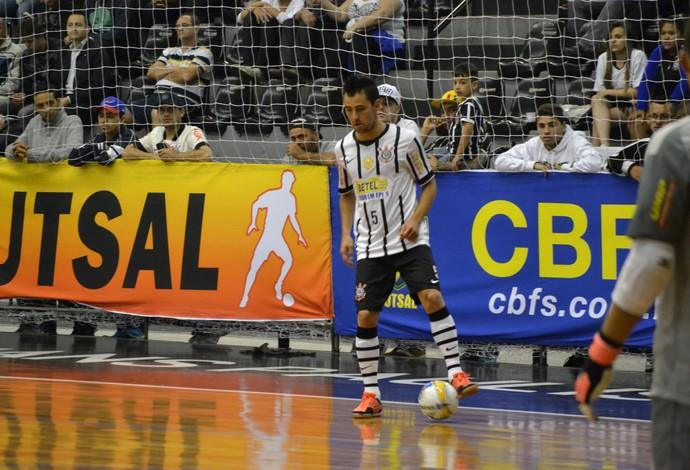 da398b2e2d Neto é a principal estrela do time de futsal do Corinthians (Foto  Ronaldo  Oliveira)