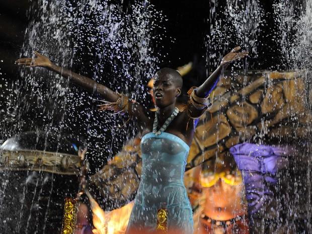 Água não esfriou desfile de Jéssica Mara na Caprichosos (Foto: Alexandre Durão / G1)