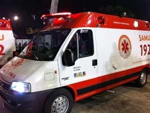 Ambulância fez resgate de membro da escola (Foto: Márcio Pinho/G1)