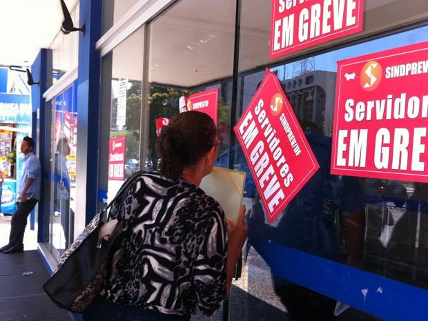 No posto da W3 Sul, era o segurança quem passava as informações (Foto: Gabriel Luiz/G1)