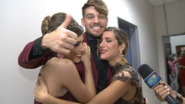 Lucas Lucco recebe apoio e Giovanna Ewbank (Foto: Domingão do Faustão / TV Globo)